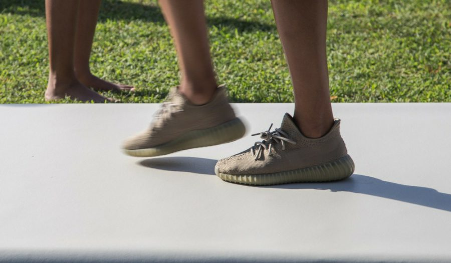 Yeezy Boost 350 V2 Moonrock (1)