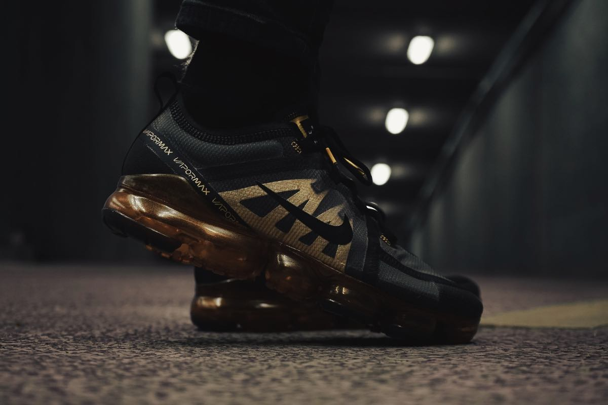 "Close up af Nike Air VaporMax 2019 ""Black/Metallic Gold"""
