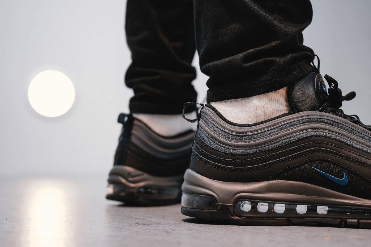 "Nike Air Max 97 ""Black/Blue Force"" kan kun fås ét sted"