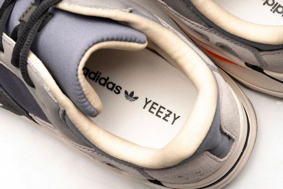 "CLOSE UP: Yeezy Boost 700 ""Magnet"""