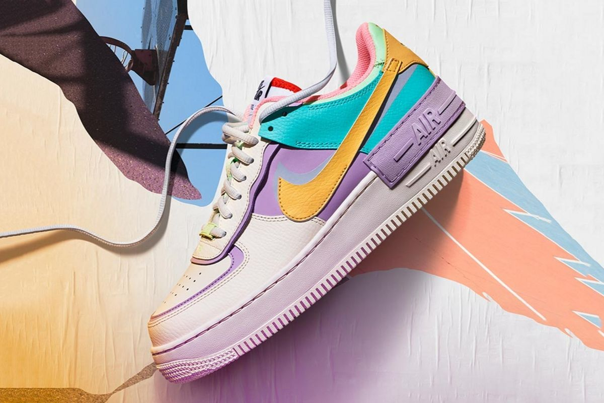 Air Force 1 Shadow: Lyse pasteller og overdimensioneret branding